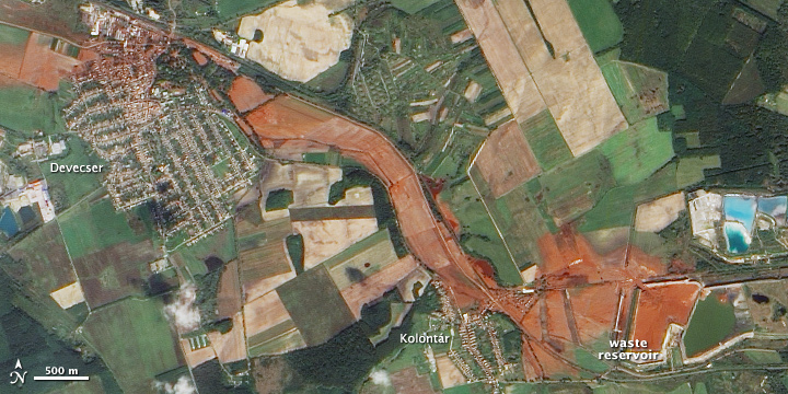 венгерский город Айка смыло потоком ядовитого шлама