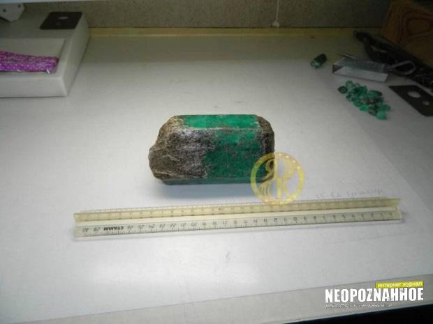 на Урале найден огромный изумруд
